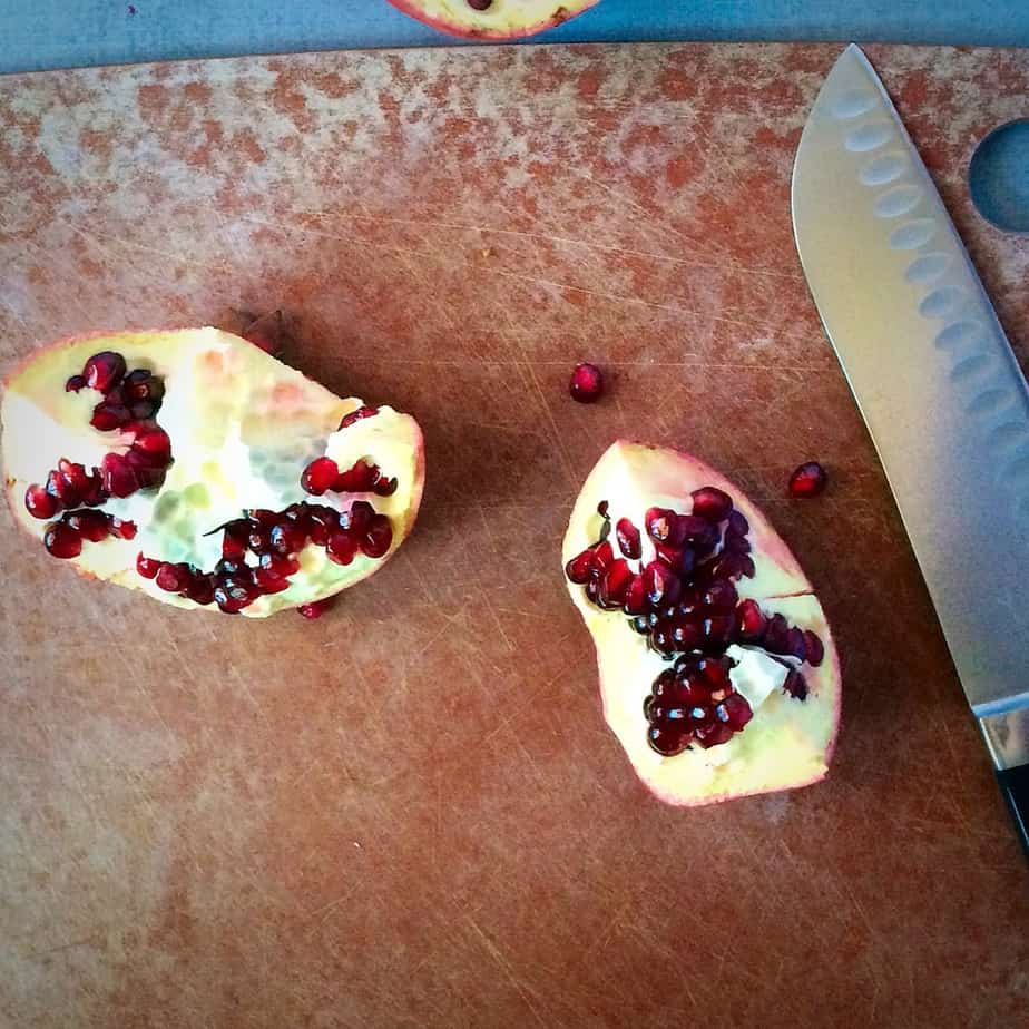 A small trick on How to Cut a Pomegranate without causing a mess