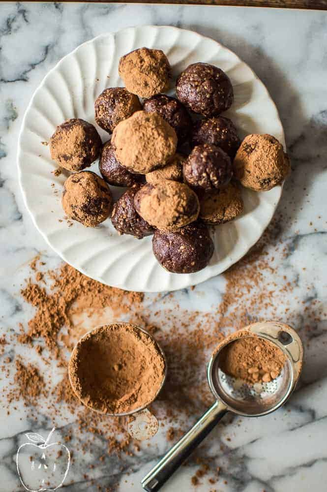 These 3-Ingredient Brownie Bites are made with simple, healthy and real foods. They come together in minutes and require no baking! Paleo + vegan