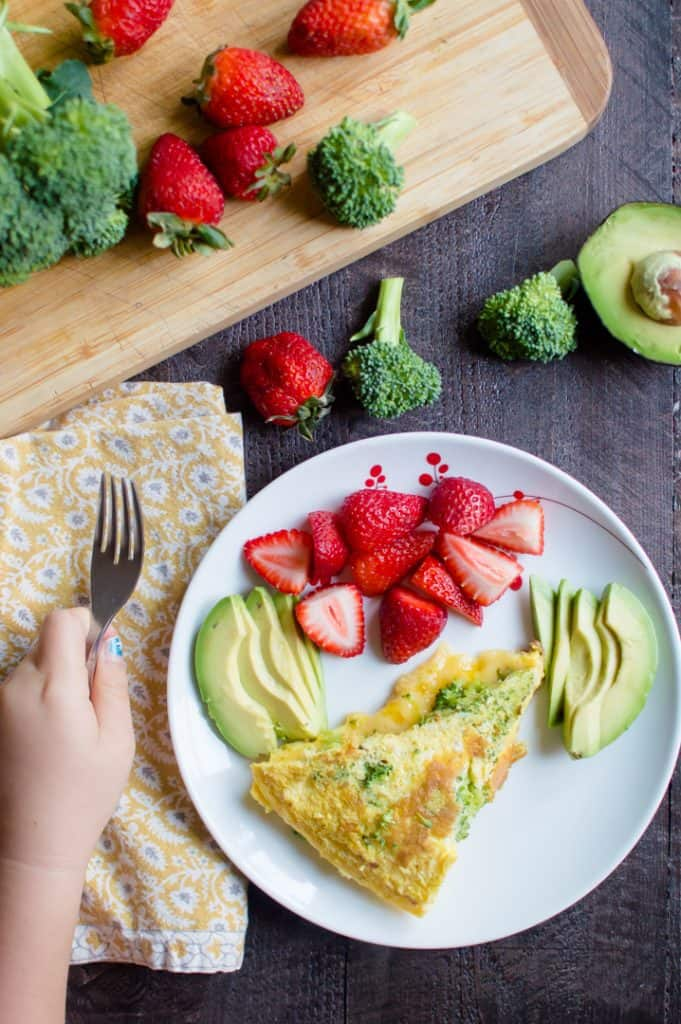 These healthy toddler breakfast ideas are easy to make in the morning or make ahead of time. Delicious, many have veggies and simple! #toddlerfood #toddlerbreakfast #healthybreakfast #healthykids #kidbreakfast