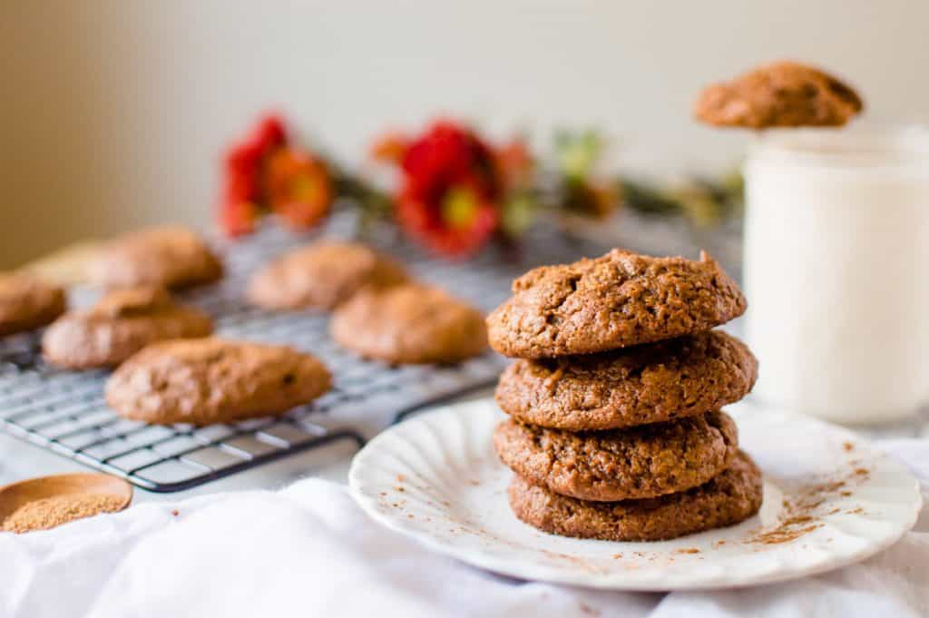 Possibly the easiest cookies you can whip up when a craving hits, Pumpkin Almond Butter Cookies are going to be your new fall jam! Made from 8 squeaky clean ingredients and whipped up in one bowl, these delicious beauties are totally Paleo, dairy-free, gluten free and naturally sweetened.