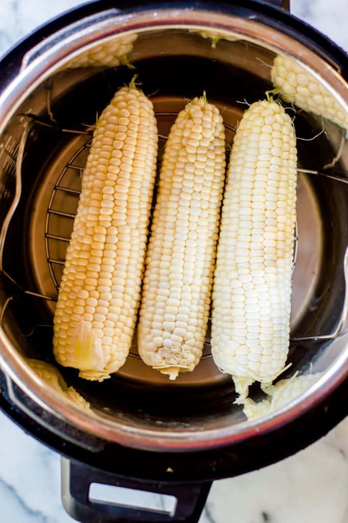 3 corn cobs in the instant pot.